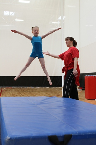 What is the advantage to a gymnast of being short in stature?